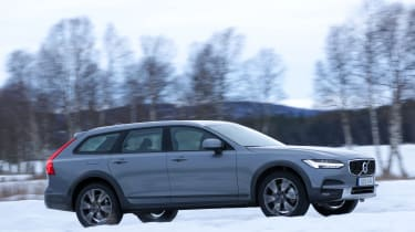 Although the V90 Cross Country performs very well on snow