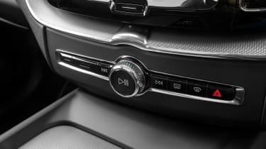 Volvo XC60 SUV controls