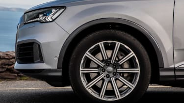 Audi Q7 SUV alloy wheels