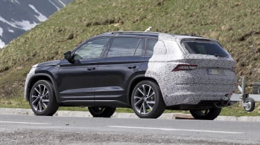Skoda Kodiaq spy shot side/rear view