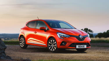 2019 Renault Clio - front 3/4 static view
