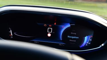 Peugeot 5008 SUV digital instruments