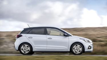 Hyundai i20 Play - side