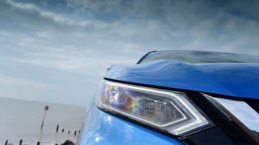Nissan Qashqai - front headlight close