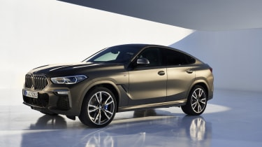 2019 BMW X6 - front static studio side shot