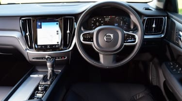 Volvo V60 Cross Country - interior