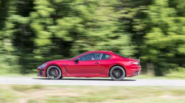 Maserati GranTurismo coupe side panning