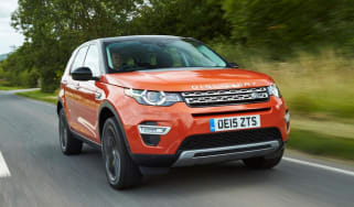 Land Rover Discovery Sport HSE - Front driving