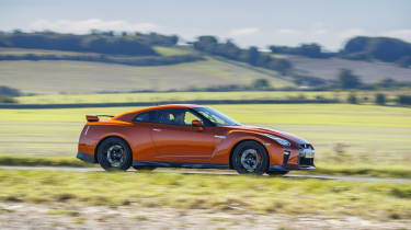 Nissan GT-R coupe side panning