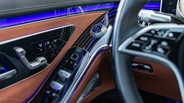 Mercedes S-Class saloon steering wheel