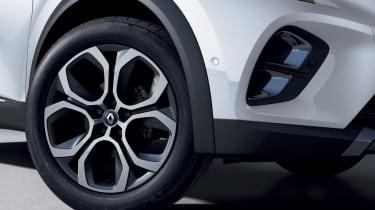 2020 Renault Captur E-Tech - Front wheel close up
