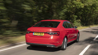 2019 Skoda Superb facelift - rear dynamic 3/4