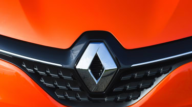 2019 Renault Clio - large diamond grille badge
