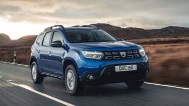 Dacia Duster SUV  front 3/4 tracking