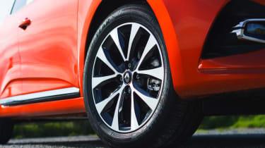 2019 Renault Clio - front alloy wheel
