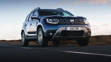 Dacia Duster Prestige driving - show from low down