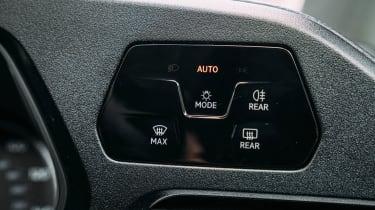 Volkswagen Caddy MPV headlight controls