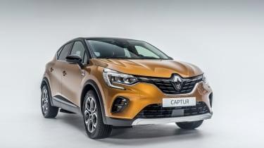2020 Renault Captur - front 3/4 narrow studio shot