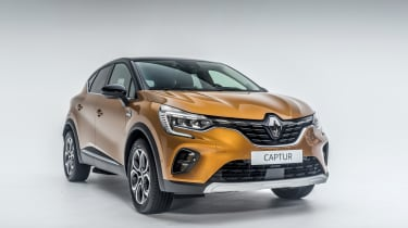 2020 Renault Captur - front 3/4 narrow studio shot