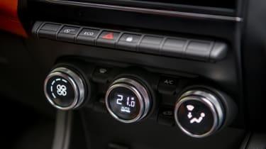 Renault Captur SUV climate control