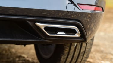 SEAT Leon hatchback - tailpipes