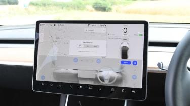 2019 Tesla Model 3 - interior infotainment