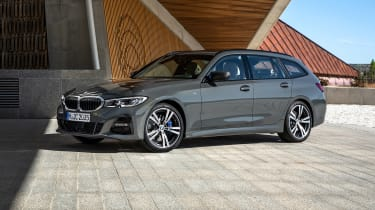 2019 BMW 3 Series Touring - front 3/4 view static