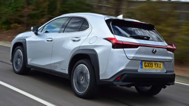 Lexus UX rear tracking