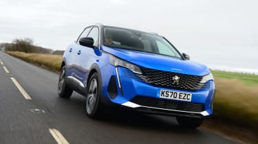 Peugeot 3008 SUV front tracking