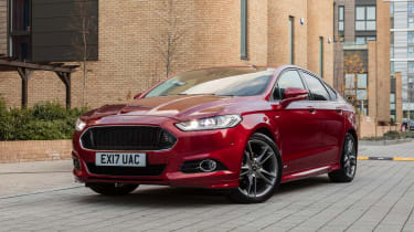 Ford Mondeo hatchback front 3/4 static urban