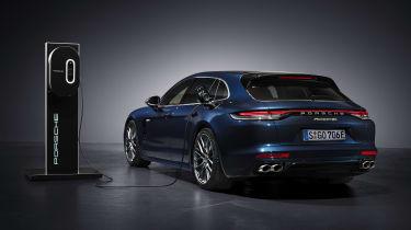 2020 Porsche Panamera Sport Turismo 4S E-Hybrid charging