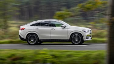Mercedes GLE SUV Coupe side panning