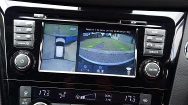 Nissan Qashqai - infotainment system rear view camera
