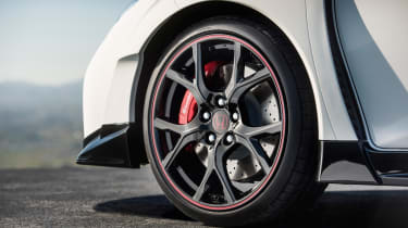 Honda Civic Type-R front wheel, Brembo brakes and wheelarch vents