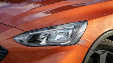Ford Focus Active hatchback headlight