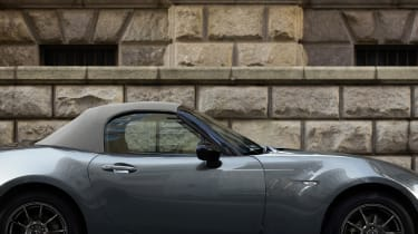 Mazda MX-5 R-Sport - roof up