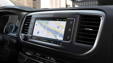 Peugeot e-Traveller sat nav screen