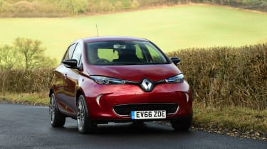Renault ZOE old vs new front 3/4 driving
