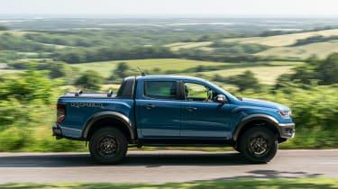 Ford Ranger Raptor pickup side panning