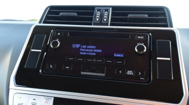 Toyota Land Cruiser Utility radio