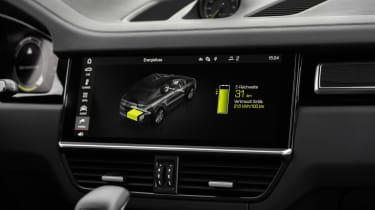 Porsche Cayenne Turbo S E-Hybrid - infotainment screen