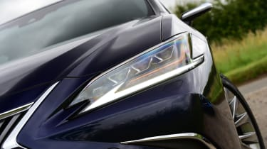 Lexus ES saloon headlights