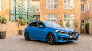 BMW 118i M Sport - static front 3/4 view