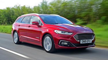 Ford Mondeo hybrid front 3/4 tracking