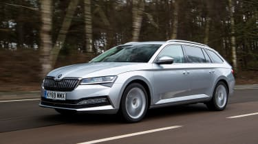 Skoda Superb Estate front 3/4 tracking