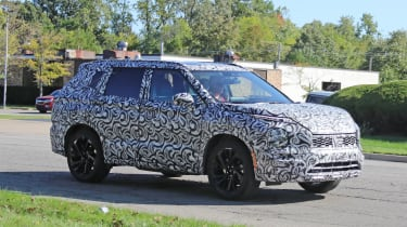 2020 Mitsubishi Outlander - Front 3/4 dynamic profile