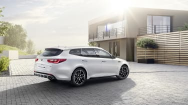 Available in saloon and Optima Sportswagon variants, it's Kia's rival to the Ford Mondeo and Vauxhall Insignia