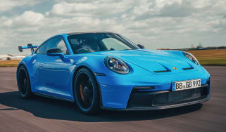 Porsche 911 GT3 front 3/4 tracking