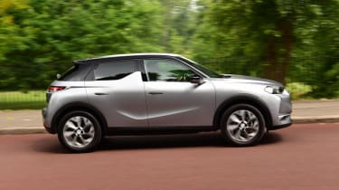DS 3 Crossback E-Tense SUV side panning