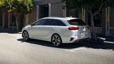 Kia Ceed Sportswagon PHEV parked